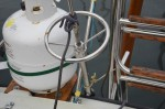 This device on the stern or aft stay tensions the mast so that the boat sails well.